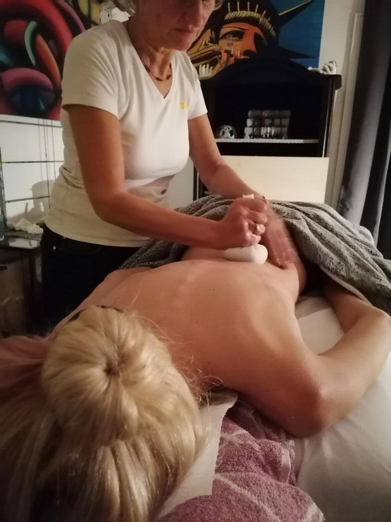 Kraeuter-stempel-massage-helene